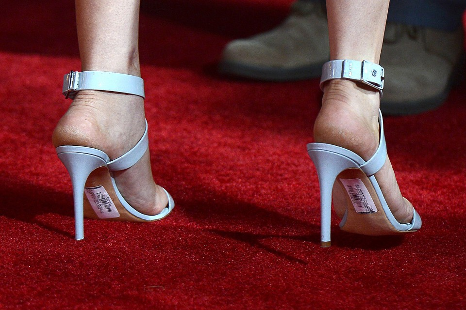 Kaley Cuoco Leaves The Bar Code and Price Tag on Her Shoes at The Wedding Ringer Premiere